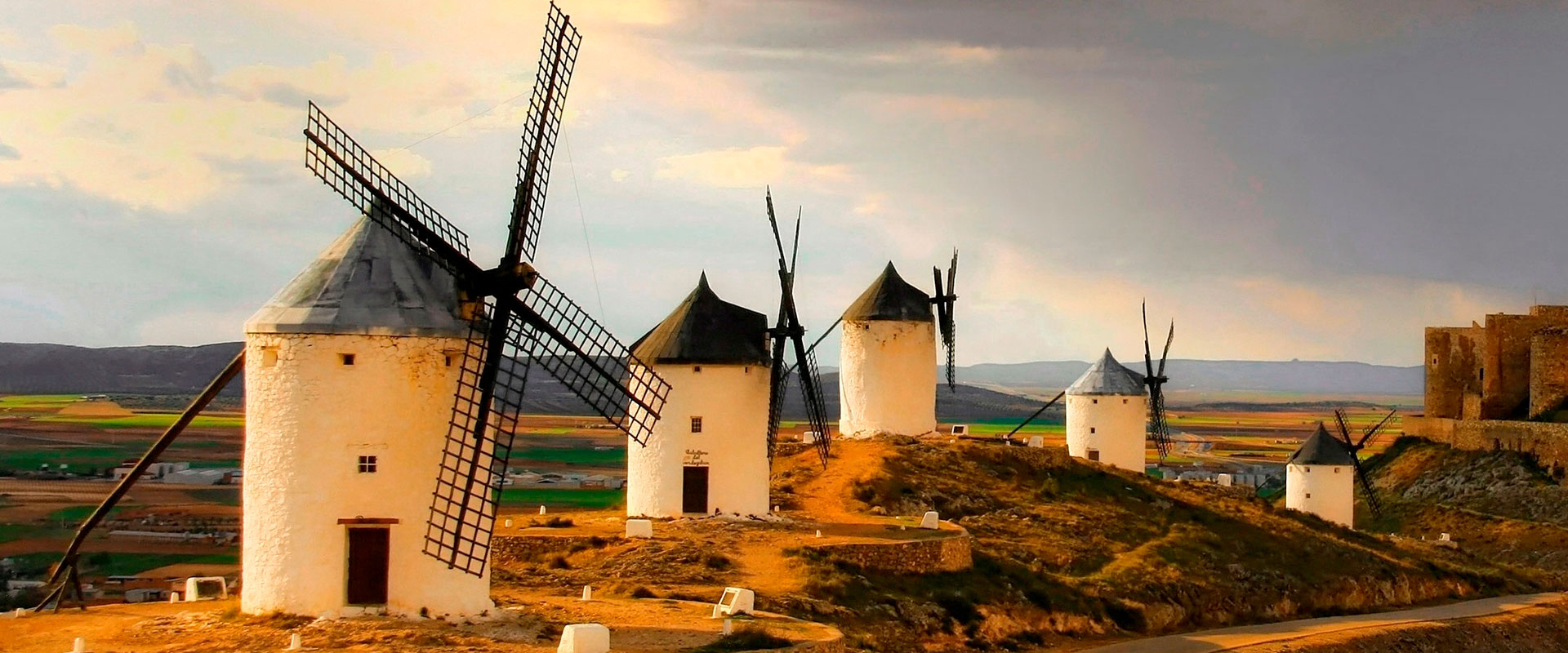 Tour VIP La Mancha. Discover the land of La Mancha, its mills, its wines, castles and excellent gastronomy.