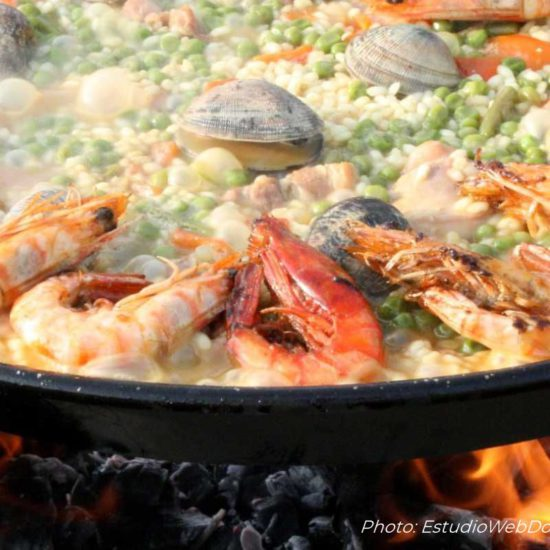 Paella. Spanish Cooking classes. Learn how to cook paella and other spanish dishes